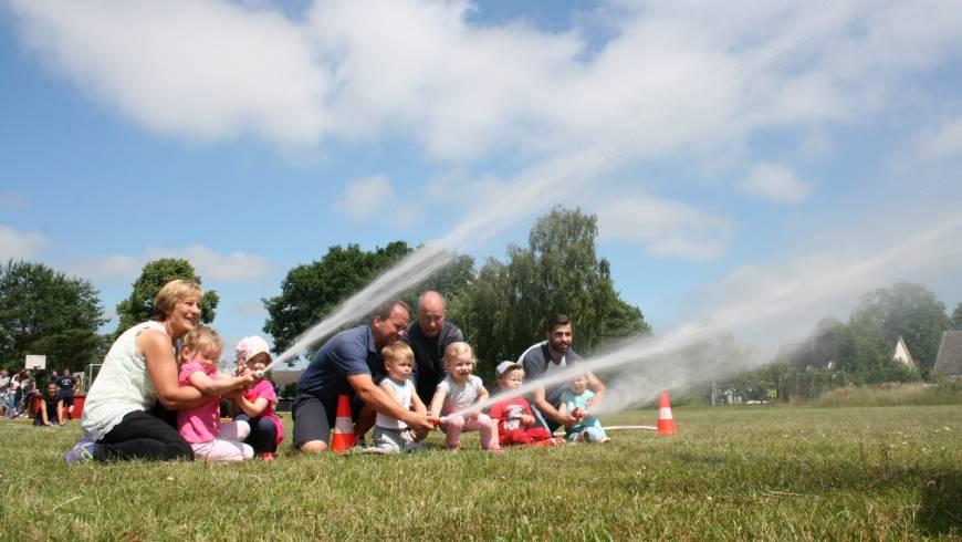 Wasser marsch beim Kinderfest